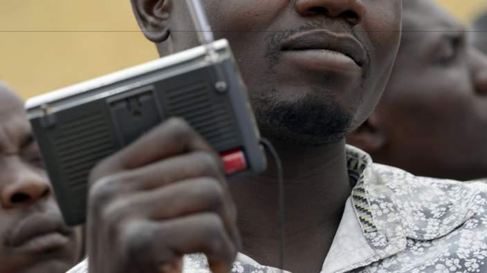 Hausa-man-radio