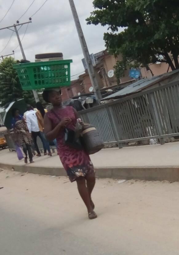Woman hawking food at Ketu Alapere.