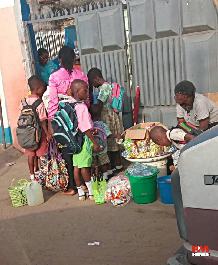 kids buying snacks