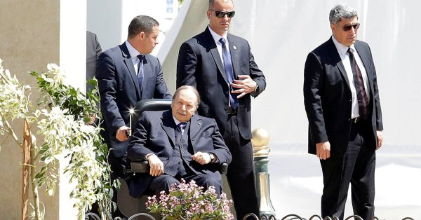 Bouteflika-with-his-aides- (1)