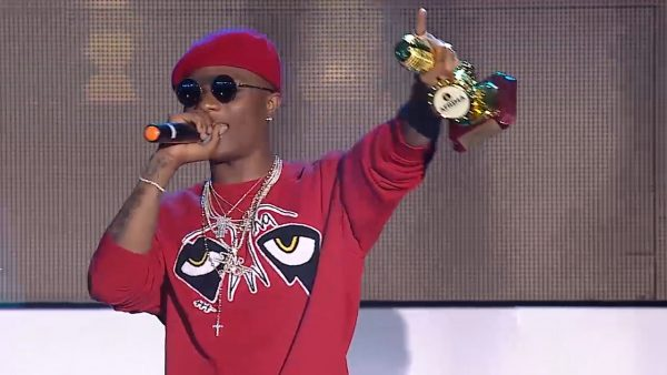 AFRIMA 4 Wizkid, Winner, Artiste of the Year at 2017 AFRIMA Awards (1)