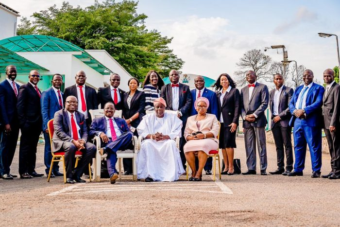 Governor Abiola Ajimobi in group photograph with his kitchen cabinet