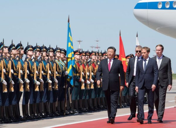 Xi Jinping middle, lands in Moscow