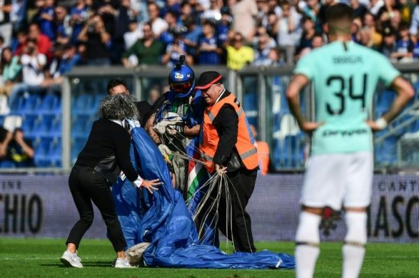 The parachutist who disrupted Inter Milan-Sassuolo match