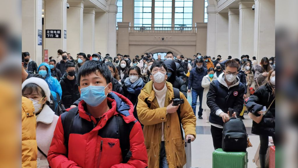 Chinese travellers wear face masks