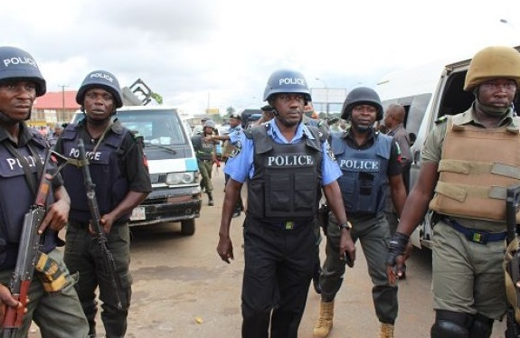 Nigerian_police_officers