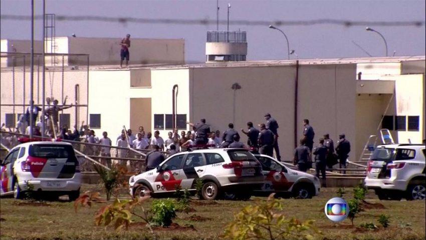 A prison in Brazil: Thousands stage jailbreak to avoid coronavirus lockdown