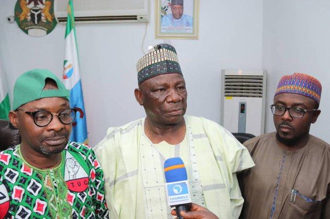 Governor Inuwa Yahaya of Gombe, middle