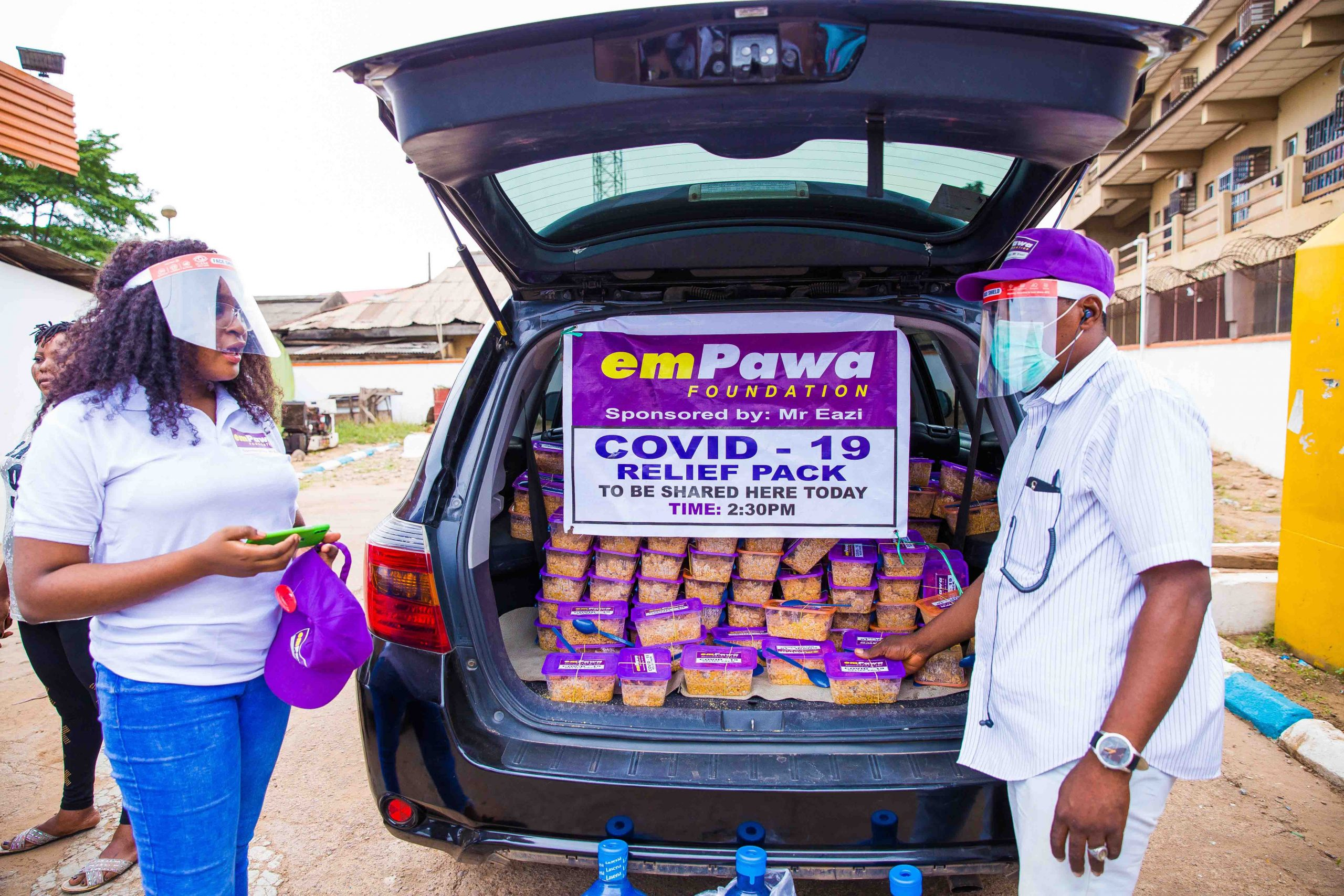 emPawa Foundation distributed meals to the less privileged in Agege, Lagos. Photo by Ayodele Efunla