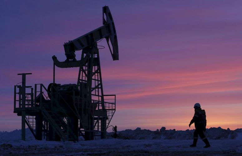 An oil rig: Oil prices rise