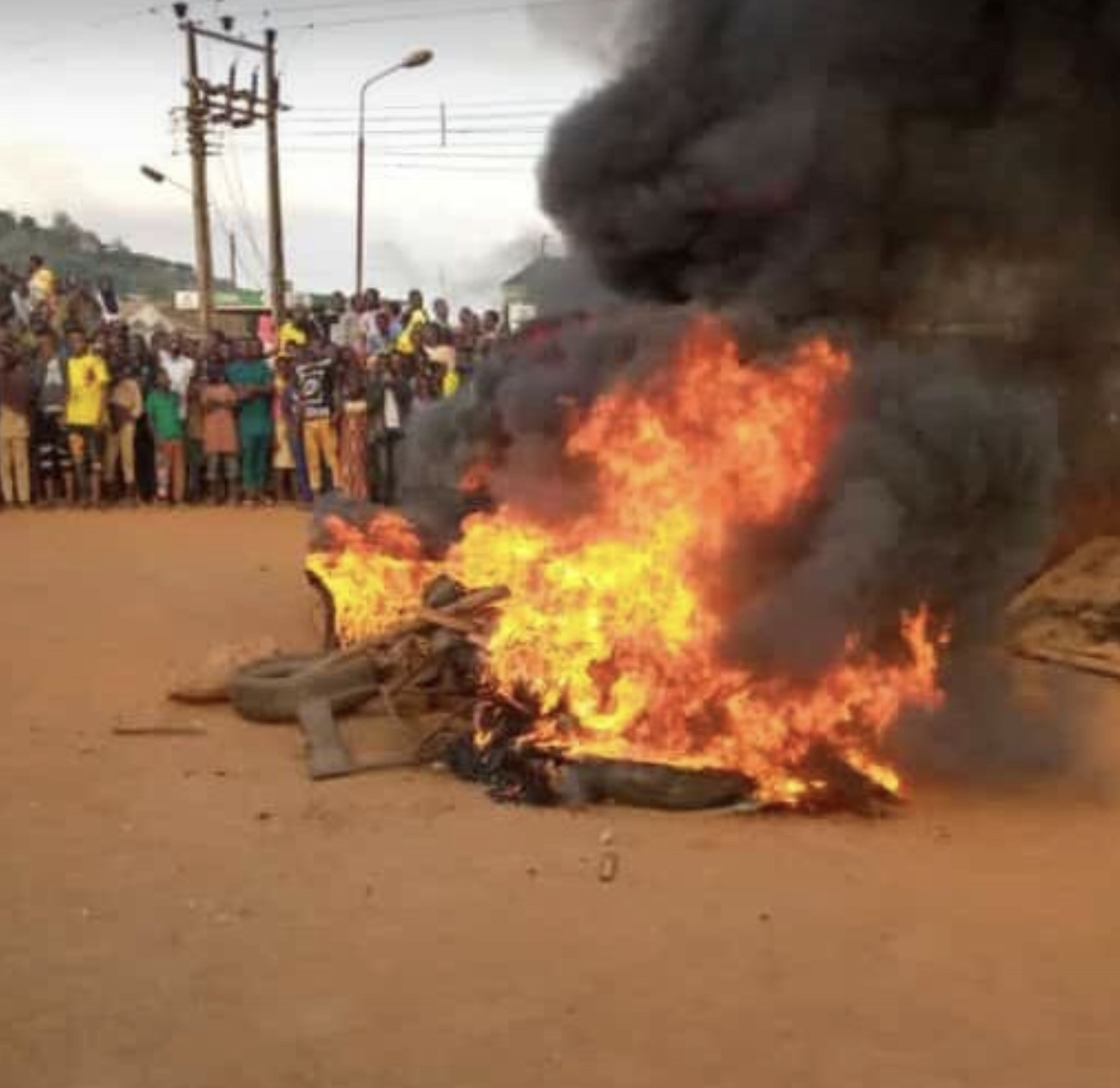 Angry mob set motorcycle robber ablaze in Delta