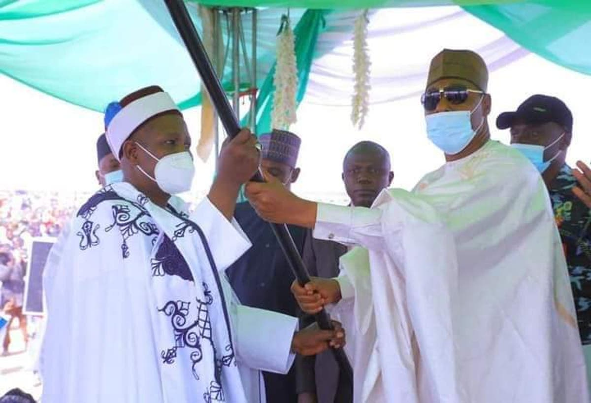 Governor Zulum presents staff of office to new Emir of Biu