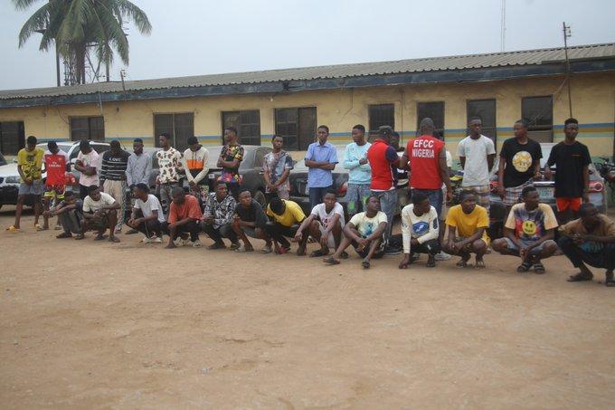 EFCC busts internet fraudsters in Ogun