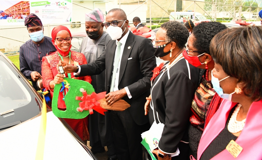 Lagos State Governor, Mr. Babajide Sanwo-Olu (middle) hands over a car key to Mrs. Ovinuyon Buhari during the Lagos State Teachers Merit Award 2020 at the Lagos House, Alausa, Ikeja, on Tuesday, March 30, 2021. With them: Deputy Governor, Dr. Obafemi Hamzat (left); Commissioner for Education, Mrs. Folashade Adefisayo (third right); Permanent Secretary, Ministry of Education, Mrs. Abosede Adelaja (second right) and Chairman, 2020 Annual Education Merit Award Nomination Committee, Mrs. Lai Kioki (right).
