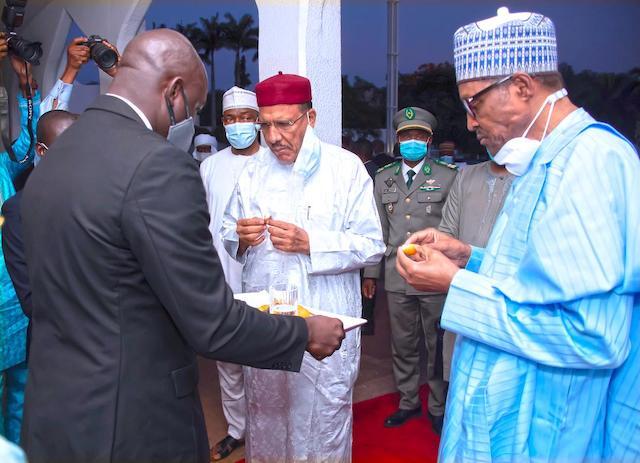 Buhari and Bazoum take a bite of date