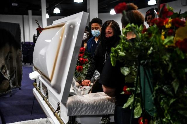 the casket for Daunte Wright