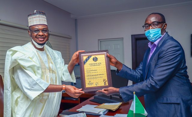 Isa Pantami receives the Outstanding minister award from a rep of Elite Exclusive Magazine