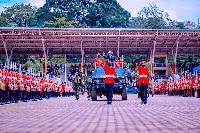 Museveni reviews the guard of honour