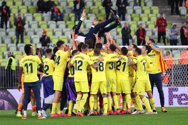 Unai Emery thrown up by Villarreal players