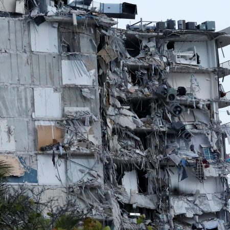 collapsed Florida condo where 98 died