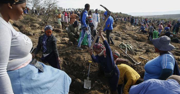 South Africa's diamond diggers: No diamond in sight