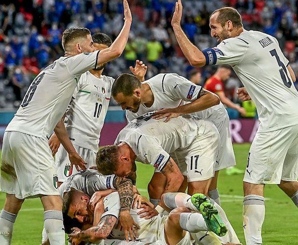 Italian team celebrate their semi-final ticket after beating Belgium