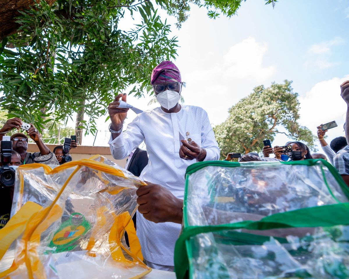 Sanwo-Olu votes with face mask on
