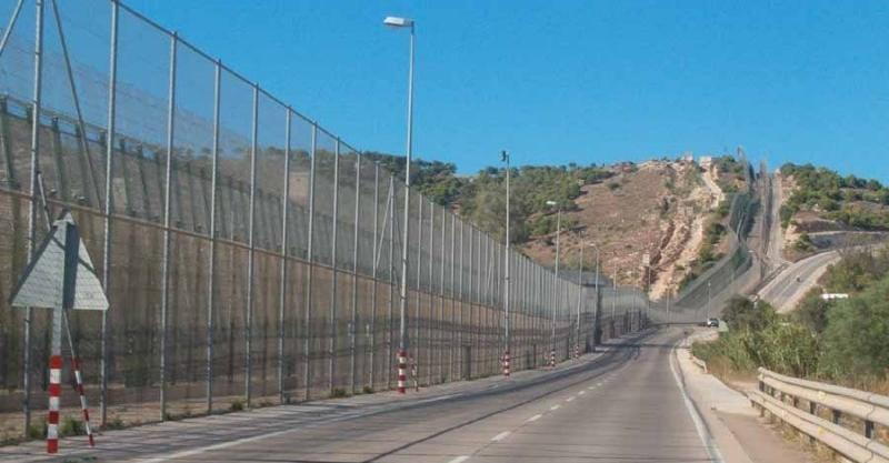 Spanish town Mellila fence scaled by desperate migrants