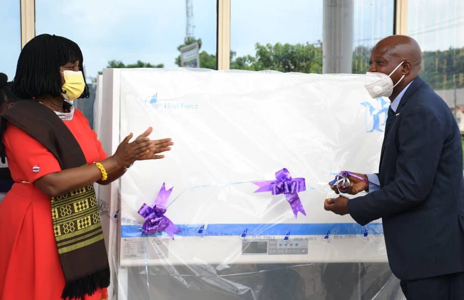 The Oyo State Government, on Monday, donated some equipment to the Biorepository Laboratory of the University College Hospital (UCH), Ibadan.