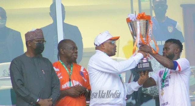 Akwa United captain, Otobong Effiong receives the NPFL cup