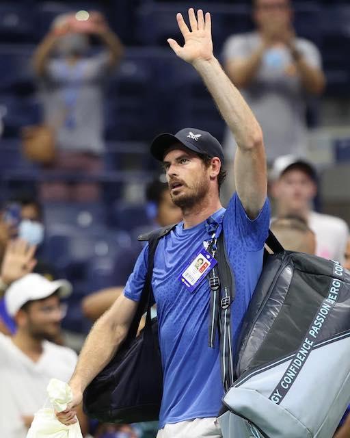Andy Murray gets standing ovation despite loss to Tsitsipas
