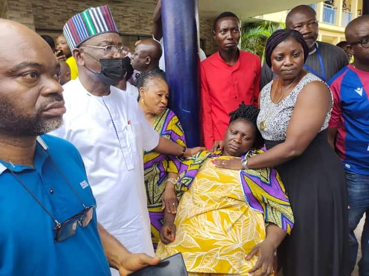 Governor Ortom consoling the kidnapped wife the state Commissioner for Lands and Survey, Mrs Ann Unenge