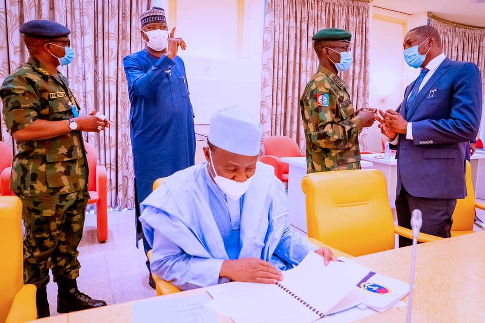 Buhari meets security chiefs, others