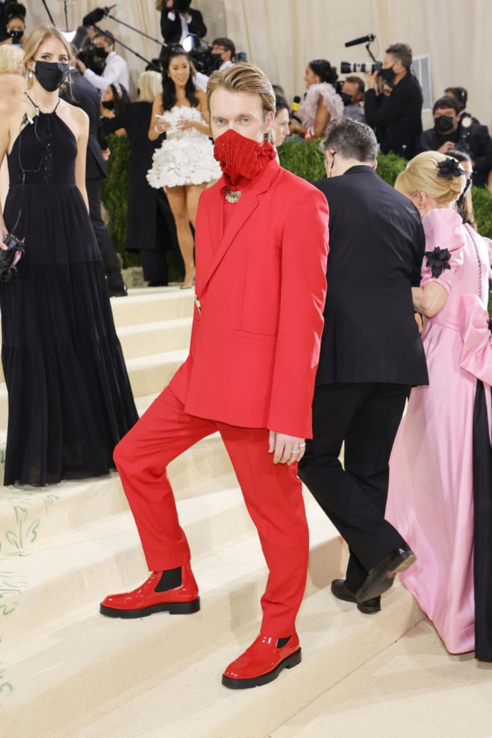 Eilish was accompanied by her brother, Finneas O'Connell, who chose an all-red suit and sequined face covering