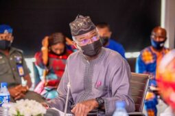 Fashola says FEC approves money for roads in 5 states