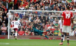 Fernandes blow United biggest chance against Aston Villa