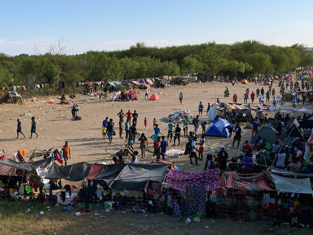 Haitian migrants waiting at Del Rio in Texas