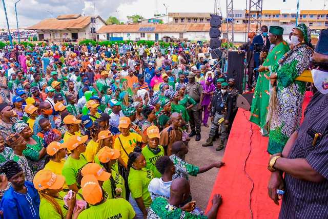 Hundreds of PDP members defect to APC in Osun
