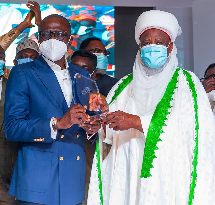 L-R: Lagos State Governor, Mr. Babajide Sanwo-Olu receiving 'Governor of the Year Award' from Sultan of Sokoto, Alhaji Muhammadu Sa'ad Abubakar III during the 2020 Leadership Group Annual Conference and Awards, organized by Leadership Newspapers, at the International Conference Centre (ICC), Abuja, on Thursday, September 9, 2021.