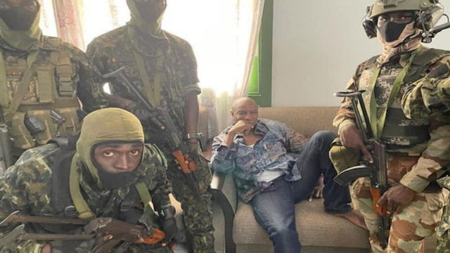 Guinea's President Alpha Conde with mutinous soldiers