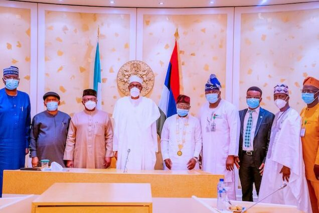 President Buhari, middle, with health minister Ehanire, 3rd left, Ngige 2nd ledt, SFG Mustapha and NMA officials