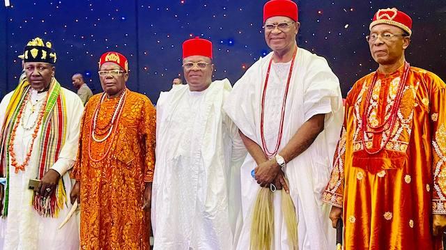 Umahi with South east traditional rulers