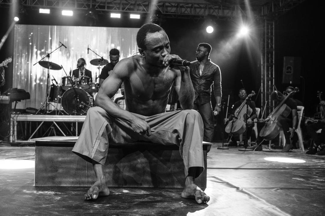 """Brymo performing at his """"Organised Chaos"""" concert last night"""